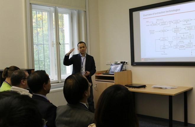 Wissenschaftliches Seminar für vietnamesische Studenten in Tschechien - ảnh 1