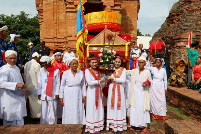 Die Cham-Minderheit in der Provinz Ninh Thuan feiert Kate-Fest - ảnh 1