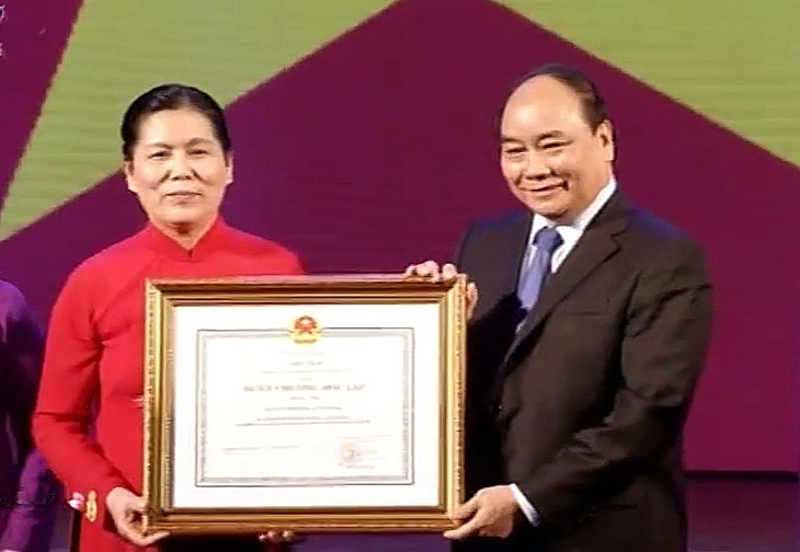 Feier zum 85. Gründungstag der Union der vietnamesischen Frauen - ảnh 1