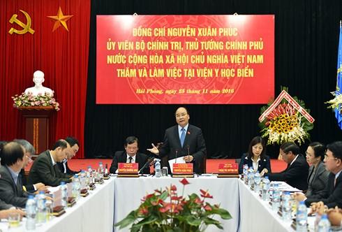 Premierminister Nguyen Xuan Phuc besucht das nationale Institut für maritime Medizin - ảnh 1