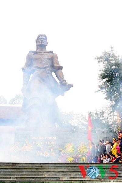 Dong Da-Hügelfest: Darstellung des historischen Kampfes gegen die Eroberung - ảnh 1