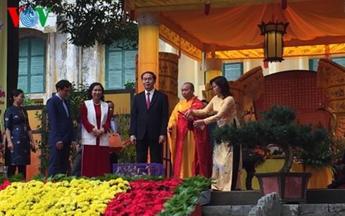 Staatspräsident Tran Dai Quang nimmt an Gebet in der Thang Long-Zitadelle teil - ảnh 1