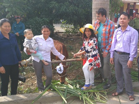 Der Verein Mang Non-Bambussprossen unterstützt Bauern in der Gemeinde Yen Lap in Phu Tho - ảnh 1