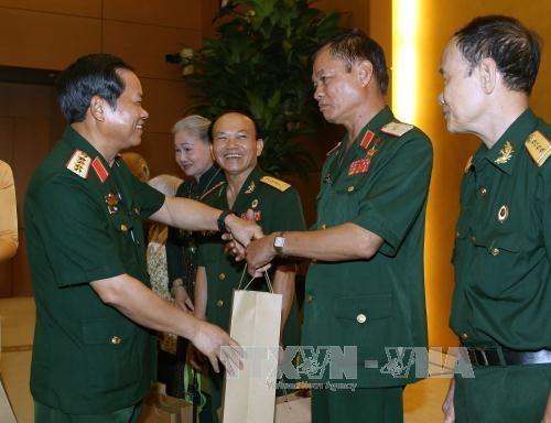 Vize-Parlamentspräsident Do Ba Ty trifft Mitglieder des Verbands der ehemaligen Soldaten Truong Son - ảnh 1