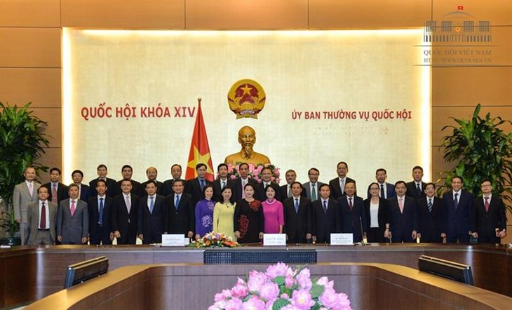Premierminister Nguyen Xuan Phuc trifft Leiter der vietnamesischen Vertretungen im Ausland - ảnh 1
