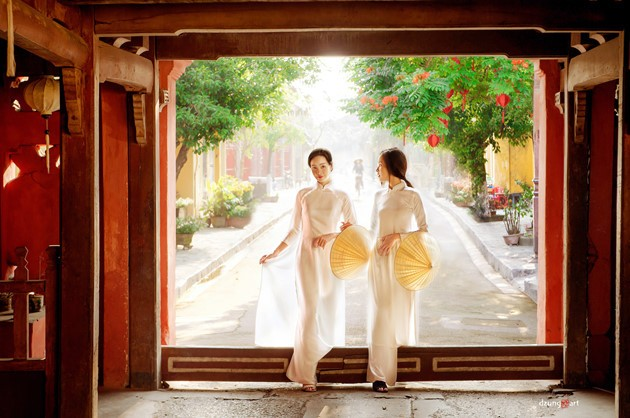 Die reine Schönheit der vietnamesischen Frauen mit dem nationalen Tracht in Fotos von Dzungart - ảnh 9