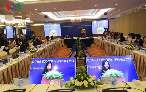 Eröffnung des Frauen-und Wirtschaftsforums von APEC 2017 in der Kaiserstadt Hue - ảnh 1