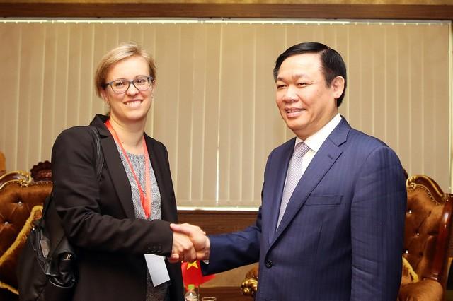 Vize-Premierminister Vuong Dinh Hue empfängt die erste Sekretärin der deutschen Botschaft - ảnh 1