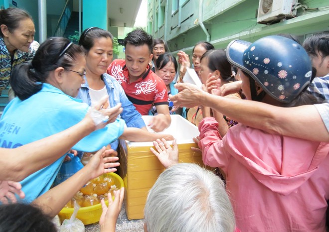 Karitative Portionen für Patienten in Krankenhäusern in Danang - ảnh 1