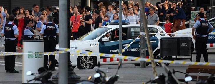 Attentat de Barcelone: la police arrête deux suspects - ảnh 1