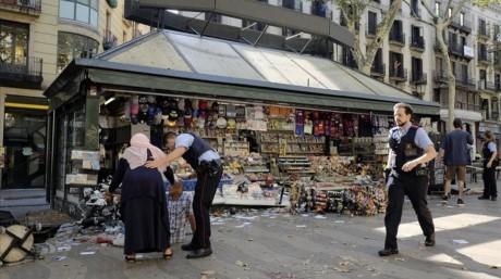 Attentats en Espagne : l'émotion dans le monde - ảnh 1