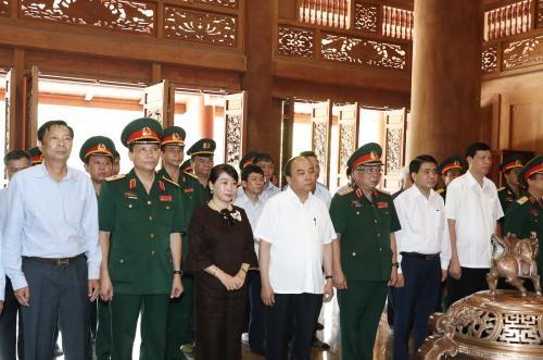Le Premier ministre Nguyen Xuan Phuc rend hommage au président Ho Chi Minh - ảnh 1