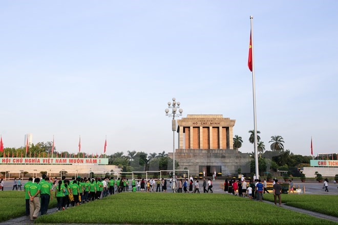 Les dirigeants vietnamiens continuent de recevoir les félicitations - ảnh 1