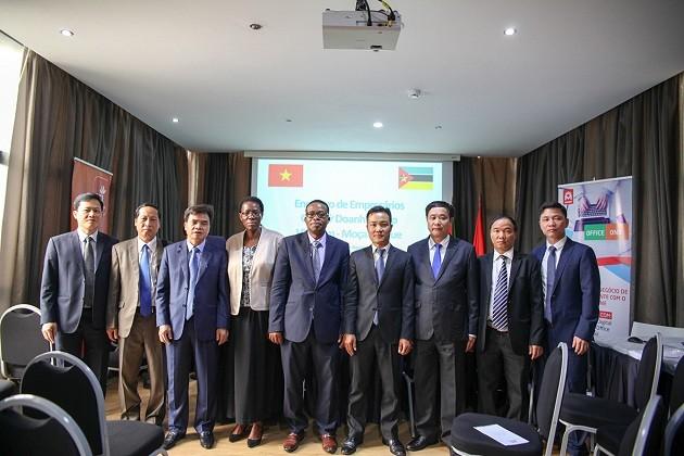 Rencontre entre entreprises vietnamiennes et mozambicaines   - ảnh 1