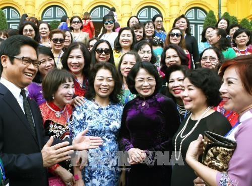 Dang Thi Ngoc Thinh rend hommage aux femmes d'affaires - ảnh 1