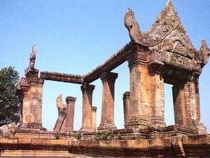 กัมพูชาและไทยเห็นพ้องกันที่จะแก้ไขการพิพาทด้านดินแดนอย่างสันติ - ảnh 1