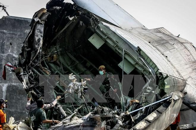 ประธานาธิบดีอินโดนีเซียสั่งให้ตรวจสอบยุทโธปกรณ์ทางทหารหลังเกิดเหตุเครื่องบินตก - ảnh 1