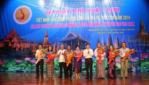 เปิดงานมหกรรมศิลปะเวียดนาม ลาว กัมพูชา พม่าและไทย - ảnh 1