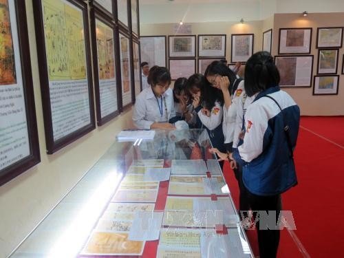 """งานนิทรรศการแผนที่และเอกสาร """"หว่างซา เจื่องซาของเวียดนาม"""" - ảnh 1"""