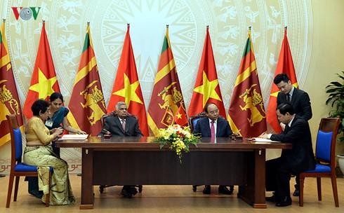 นายกรัฐมนตรีเวียดนามเจรจากับนายกรัฐมนตรีศรีลังกา - ảnh 2