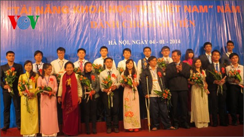 More than 200 entries win Vietnamese Young Science Talents Award 2013 - ảnh 1