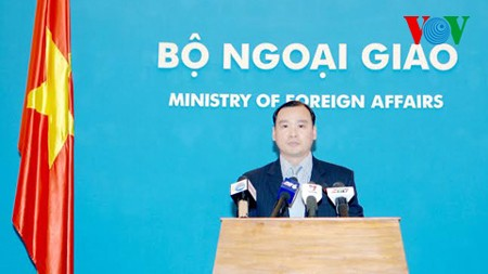 Vietnam continues to work with Malaysia in search for missing plane - ảnh 1