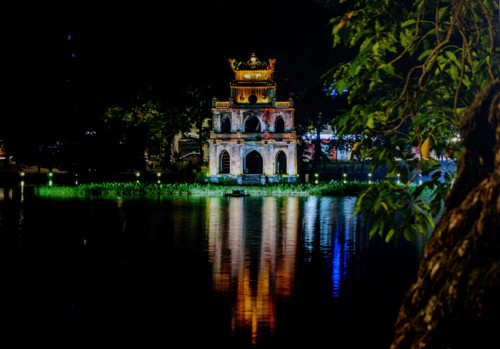 A glimpse of Vietnam through photo exhibition  - ảnh 9