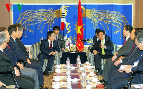 Prime Minister Nguyen Tan Dung meets with Busan Mayor - ảnh 1