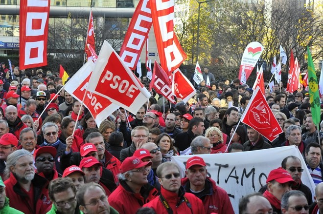 More than 1,000 protesters in Brussels denouncing TTIP - ảnh 1