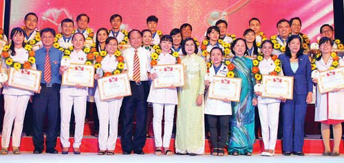 HCM City's physicians honored with Pham Ngoc Thanh award - ảnh 1