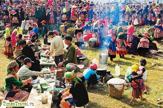 Bac Ha market in the early days of the lunar New Year - ảnh 1