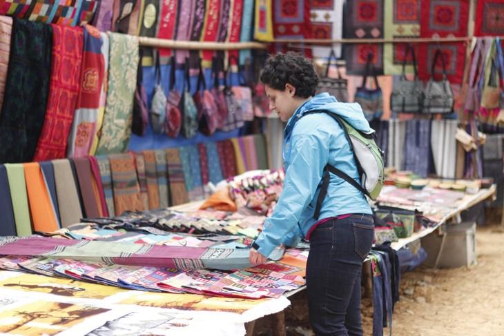 Colorful Can Cau Market - ảnh 11