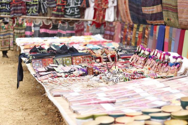 Colorful Can Cau Market - ảnh 1