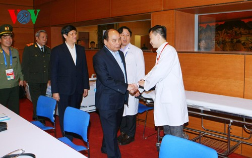 Deputy PM Nguyen Xuan Phuc inspects security and health services at IPU 132 - ảnh 1