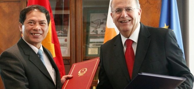 Vietnam, Cyprus sign agreement for visa waiver for diplomatic and service passports - ảnh 1