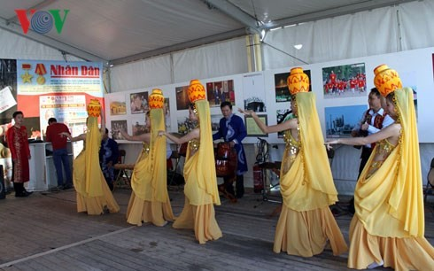 "Vietnam attends ""Humanitarian newspaper"" festival in Paris - ảnh 2"
