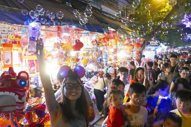 Colorful Hanoi's Old Quarter in Mid-autumn festival - ảnh 11