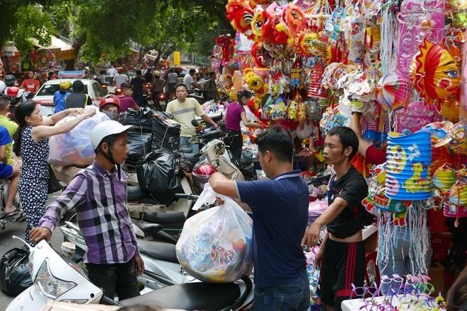 Colorful Hanoi's Old Quarter in Mid-autumn festival - ảnh 2