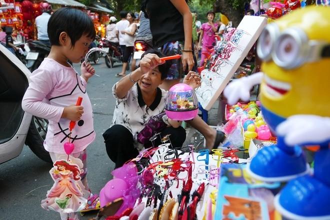 Colorful Hanoi's Old Quarter in Mid-autumn festival - ảnh 3