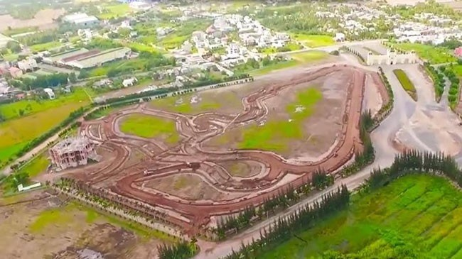 Vietnam's first auto-racing circus to open in Long An province - ảnh 1