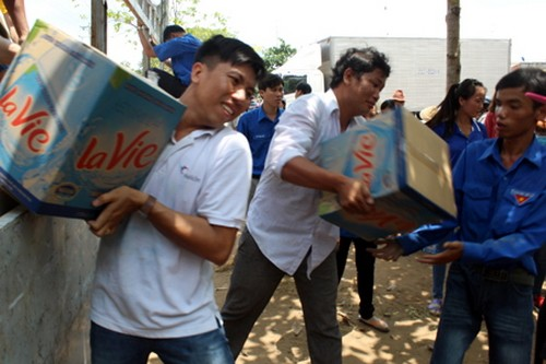 Youth Union members help people in drought-hit areas access fresh water - ảnh 1
