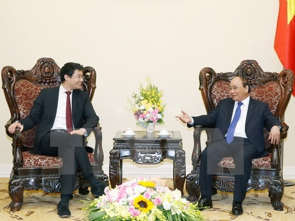 Prime Minister Nguyen Xuan Phuc receives WEF Managing Director Philipp Rosler - ảnh 1