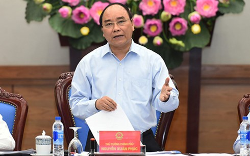 PM Nguyen Xuan Phuc: The whole political system should work to ensure food safety - ảnh 1