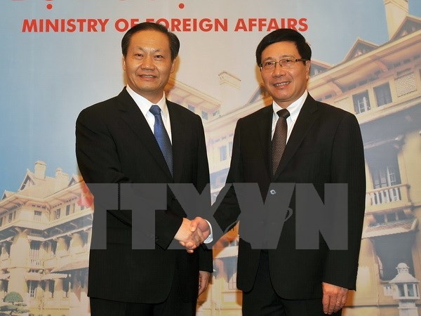 Deputy PM Pham Binh Minh receives Party Secretary of China's Guangxi  - ảnh 1