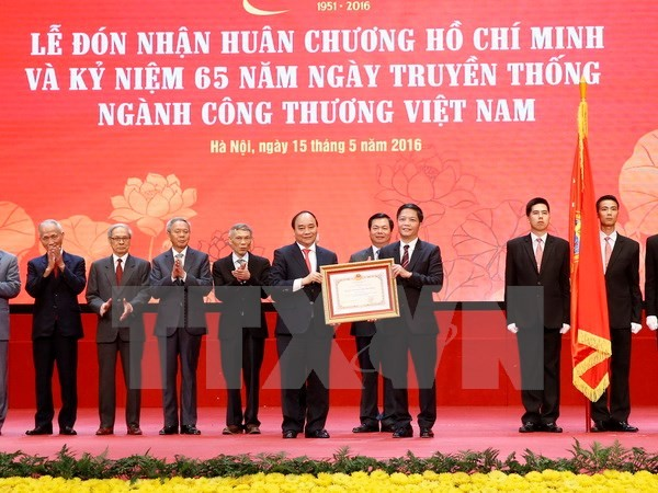 Prime Minister attends 65th anniversary ceremony of trade sector - ảnh 1
