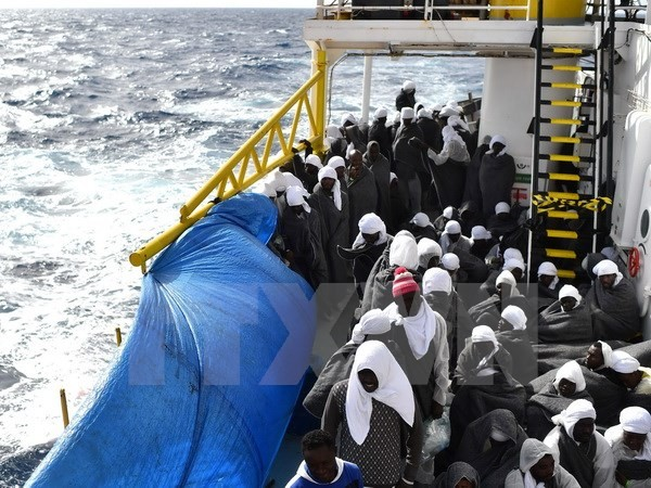 Nearly 10,000 migrants rescued in the Mediterranean sea - ảnh 1