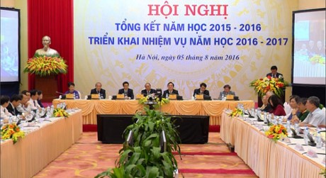 Prime Minister Nguyen Xuan Phuc: sustainable growth relies on education as priority - ảnh 1