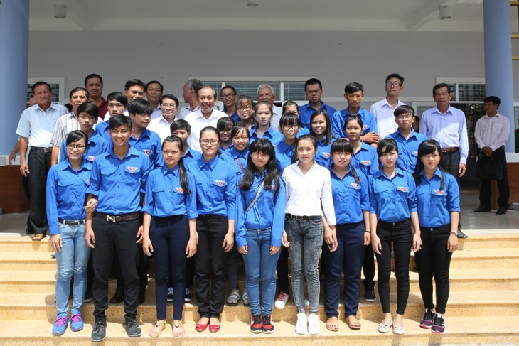 Deputy PM Truong Hoa Binh meets voters of Long An - ảnh 1