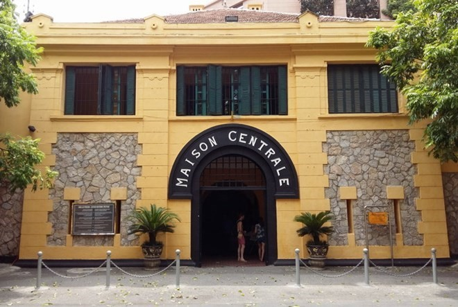 Hoa Lo prison historical relic site receives US veteran's remembrances  - ảnh 1