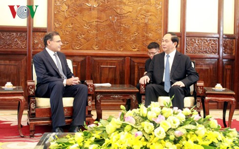 President Tran Dai Quang receives new Ambassadors - ảnh 4
